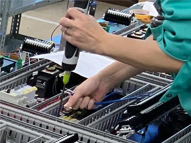 プリント基板実装はもちろん、筐体の板金加工から組立、配線まで一貫してすべてお任せください